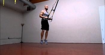 TRX Jump Lunges pratimo atlikimas