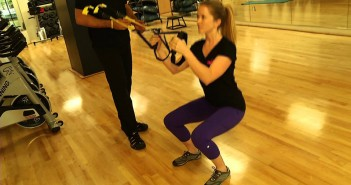 TRX Squat Jumps pratimo atlikimas