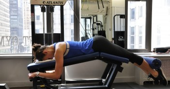 Kaip atlikti taisyklingai kojų lenkimus treniruoklyje?