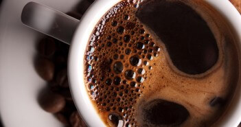 Kofeino esančioje kavoje nauda metant svorį.